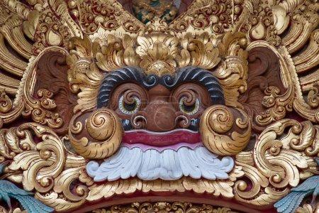 Photo pour Sculpture en bois du démon dans le temple d'Ubud, Bali, Indonésie - image libre de droit