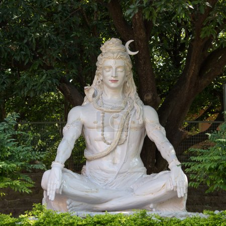 Photo pour Statue de Shiva à Rishikesh, Inde - image libre de droit