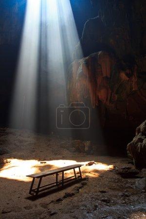 Photo pour Grotte colorée dans le Parc National de Thaïlande - image libre de droit