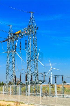 Photo pour Sous-station électrique industrielle, centrale électrique - image libre de droit