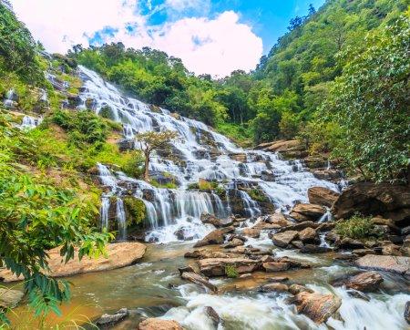 Photo pour Forêt profonde Cascade de Mae Ya à Chiang Mai, Thaïlande - image libre de droit