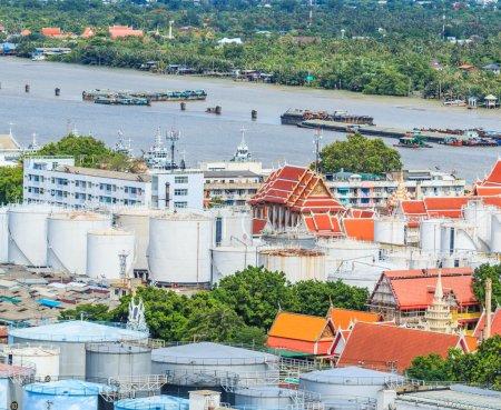 Photo pour Réservoirs d'huile à Bangkok Thaïlande - image libre de droit