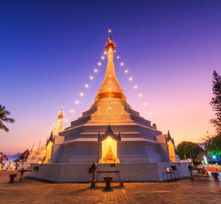 Photo pour Temple Wat Phra que Doi Kong Mu. Mae Hong Son, Thaïlande - image libre de droit