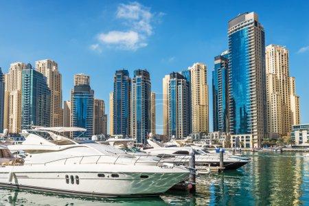 Photo pour Yachts à Dubai Marina, Émirats arabes unis, Moyen-Orient - image libre de droit