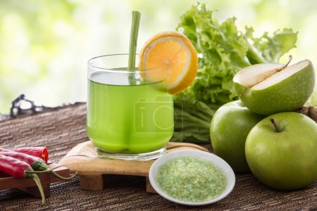 Apple and green vegetables mix juice