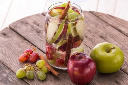 fresh fruit Flavored infused water mix of Apple, grape and cinna