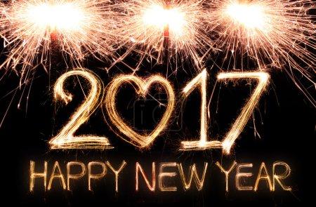 Photo pour Heureuse année 2017 écrit avec un feu d'artifice scintillant - image libre de droit