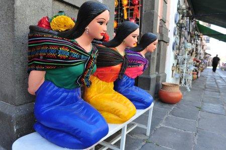 Foto de Puebla, México - 25 de feb estatuas de mujer 2010:mexican en la ciudad de puebla, mexico.it de la capital y mayor ciudad del estado de puebla y uno de las más importantes ciudades coloniales españolas en México. - Imagen libre de derechos