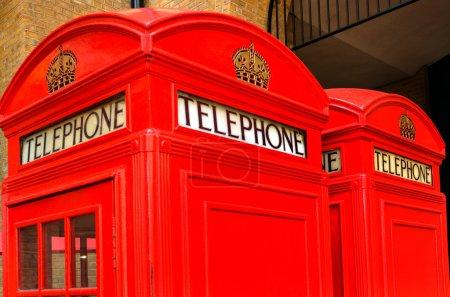 Deux cabines téléphoniques rouges à Londres, Royaume-Uni