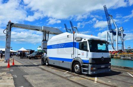 New Zealand Customs Service cargo scanning truck
