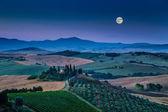 Paysage au clair de lune à l'aube, Val d'Orcia, Italie Tuscany