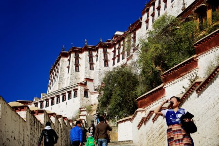 Tibetans in the Potala palace. Lhasa-Tibet. 1377