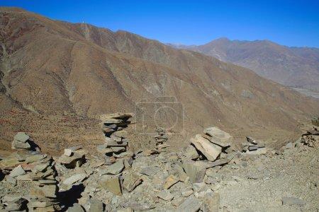 Cairnsstacked stones on Kamba Lamountain