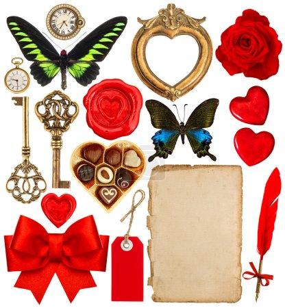 Photo pour Collection d'objets divers pour album de la Saint-Valentin. Papier page, coeurs rouges, cadre photo, horloge antique, clé, plume, fleur, papillon, ruban rouge arc - image libre de droit
