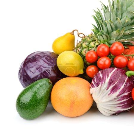 Photo pour Fruits et légumes isolés sur fond blanc - image libre de droit