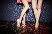 Ragazze che ballano in discoteca