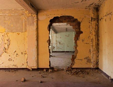 Photo pour Chambre vieille et abandonné d'un bâtiment - image libre de droit