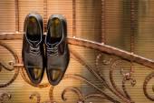 Černé boty, oběšen