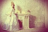 Постер королевское платье и прическа