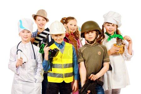 Photo pour Un groupe d'enfants vêtus de costumes de différentes professions. Isolé sur blanc . - image libre de droit
