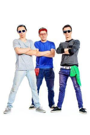 Photo pour Trois danseurs modernes au studio. Isolé sur blanc . - image libre de droit