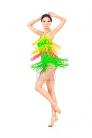 Photo pour Belle danseuse professionnelle de danse au studio. Danses latines américaines. Isolé sur blanc. - image libre de droit
