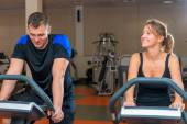 Sportovci, školení na rotopedy v tělocvičně