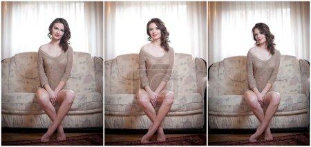 Photo pour Jeune femme sensuelle assise sur un canapé relaxant. Belle fille aux cheveux longs avec des vêtements confortables rêvant sur le canapé, seule. Jolie brune portant une robe courte moulante dans un décor confortable - image libre de droit