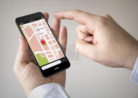 Photo pour Navigation par l'intermédiaire de Smart phoneconcept : gros plan de l'homme à l'aide de Smartphone noir avec une carte Gps - image libre de droit