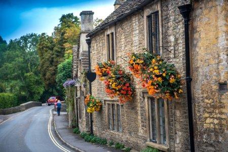 Photo pour Cotswold village de Castle Combe, Angleterre - image libre de droit
