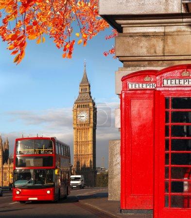 Photo pour Symboles de Londres avec le Big Ben, Double Decker Bus et des cabines téléphoniques rouges en Angleterre, Royaume-Uni - image libre de droit