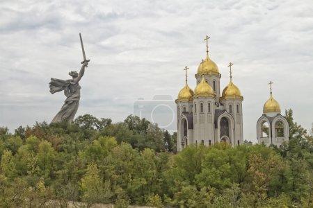 """Blick auf Kirche aller Heiligen und Vaterlandsaufrufe der Statue!"""""""