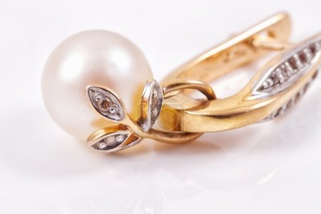 Beautiful gold earring with pearl