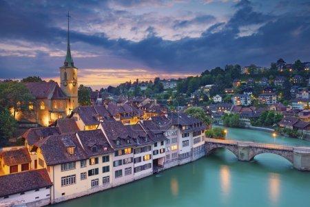 Photo pour Image de Berne, capitale de la Suisse, au coucher du soleil spectaculaire . - image libre de droit