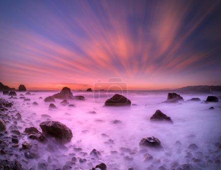 Photo pour C'est une photo longue exposition au crépuscule prise à San Francisco . - image libre de droit