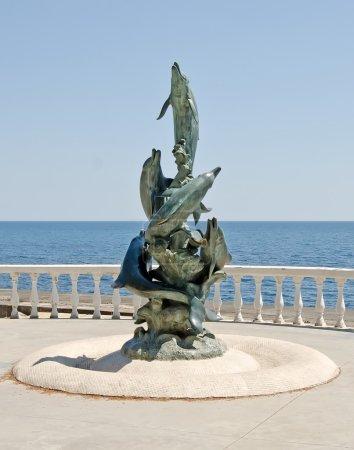 Photo pour Beau paysage naturel : Sculpture sur le front de mer à Partenit, Crimée - image libre de droit