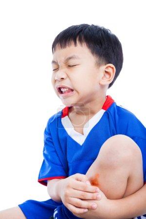Kind Schienbein mit einer Prellung und Schmerzen
