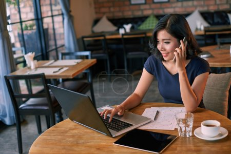 businesswoman working in relaxed atmosphere