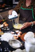 Nő keveréshez tojás mixer