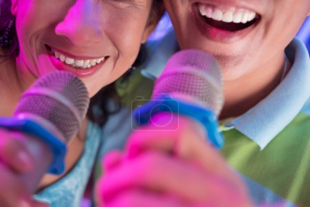 Singing with microphones