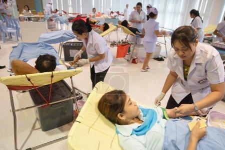 Photo pour Bangkok-le 12 août, les donneurs de sang non identifié à l'hôpital le 14 août 2012 à Bangkok, Thaïlande. - image libre de droit