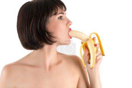 Photo pour Femme sexy manger de la banane isolé sur fond blanc - image libre de droit