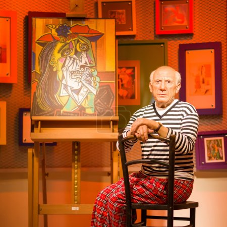 Photo pour Bangkok - 21 Oct: Une cire de Pablo Picasso sur l'affichage à Madame Tussauds sur 21 octobre 2012 à Bangkok, en Thaïlande. Nouvelle branche Madame Tussauds héberge waxworks de nombreuses stars et célébrités. - image libre de droit