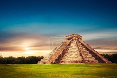 Temple of Kukulkan, pyramid in Chichen Itza, Yucat...