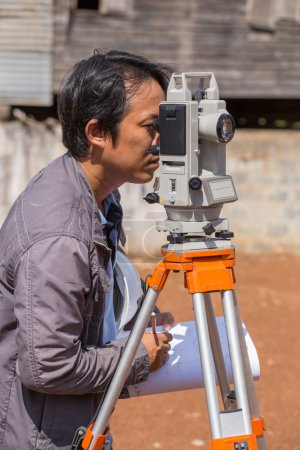 Engineers use tacheometer or theodolite for survey line columns
