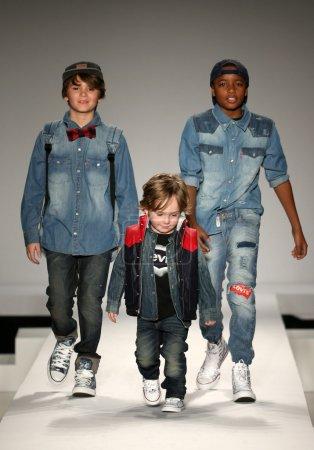 Найк джинсы дети мода показать