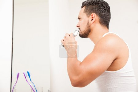 man using an electric razor