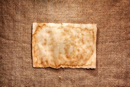 Photo pour Vieux papier brun sur fond de toile - image libre de droit