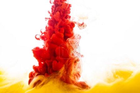 Photo pour Encres colorées dans l'eau sur fond blanc - image libre de droit