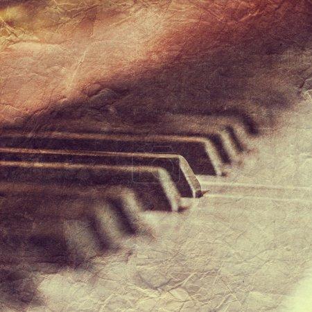Photo pour Gros plan de claviers de piano vintage - image libre de droit
